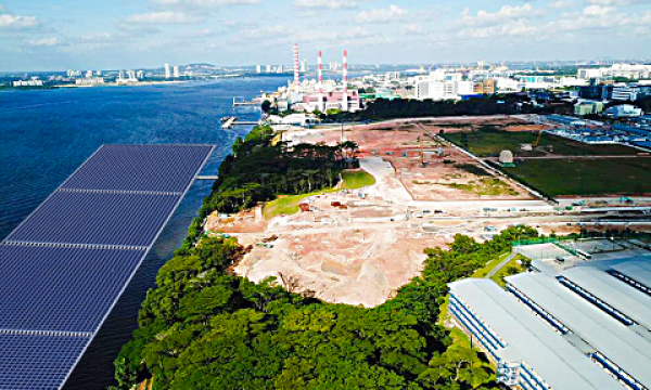 Sunseap to build five-hectare offshore floating solar system along