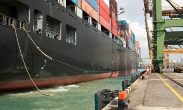 Ship ahoy: Bunker fuel prices dip 4 2%   Singapore Business