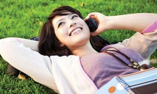 Singtel unveils HOOQ deals for prepaid subscribers
