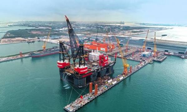 SembMarine completes world's largest semi-submersible crane vessel