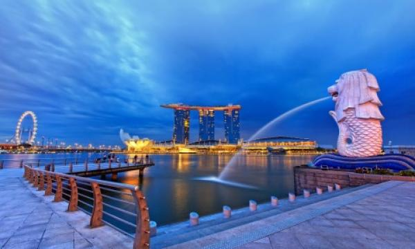Foreigners race for Singapore's luxury properties